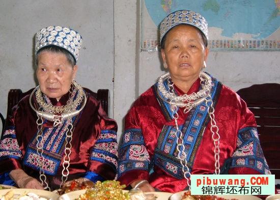 凯里苗族服饰是苗族妇女遵循苗族传统的美学观念和文化-云南文山苗图片